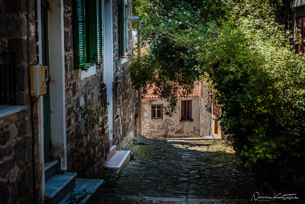 alleys of Molyvos houses